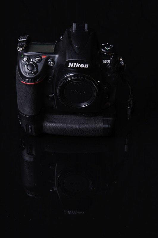 Nikon D700 mit Nikon MB-D10